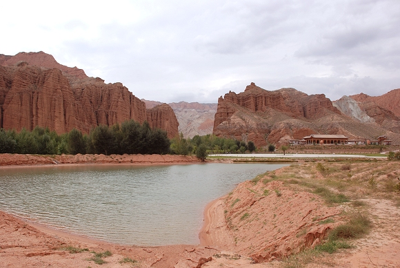 Guide National Geopark mit Danxia-Landschaft in Qinghai